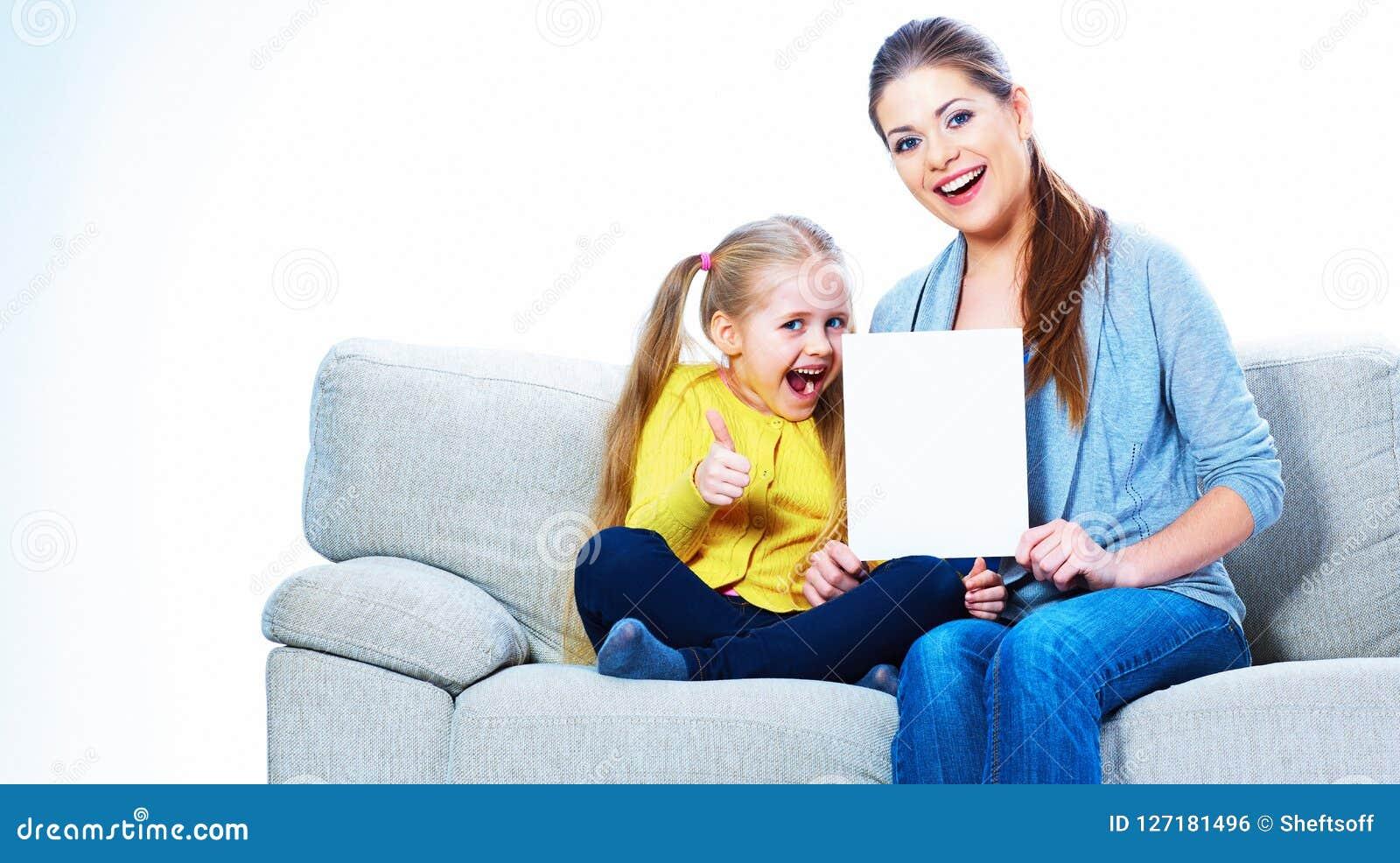 Le kvinnan med flickan som rymmer det tomma kortet