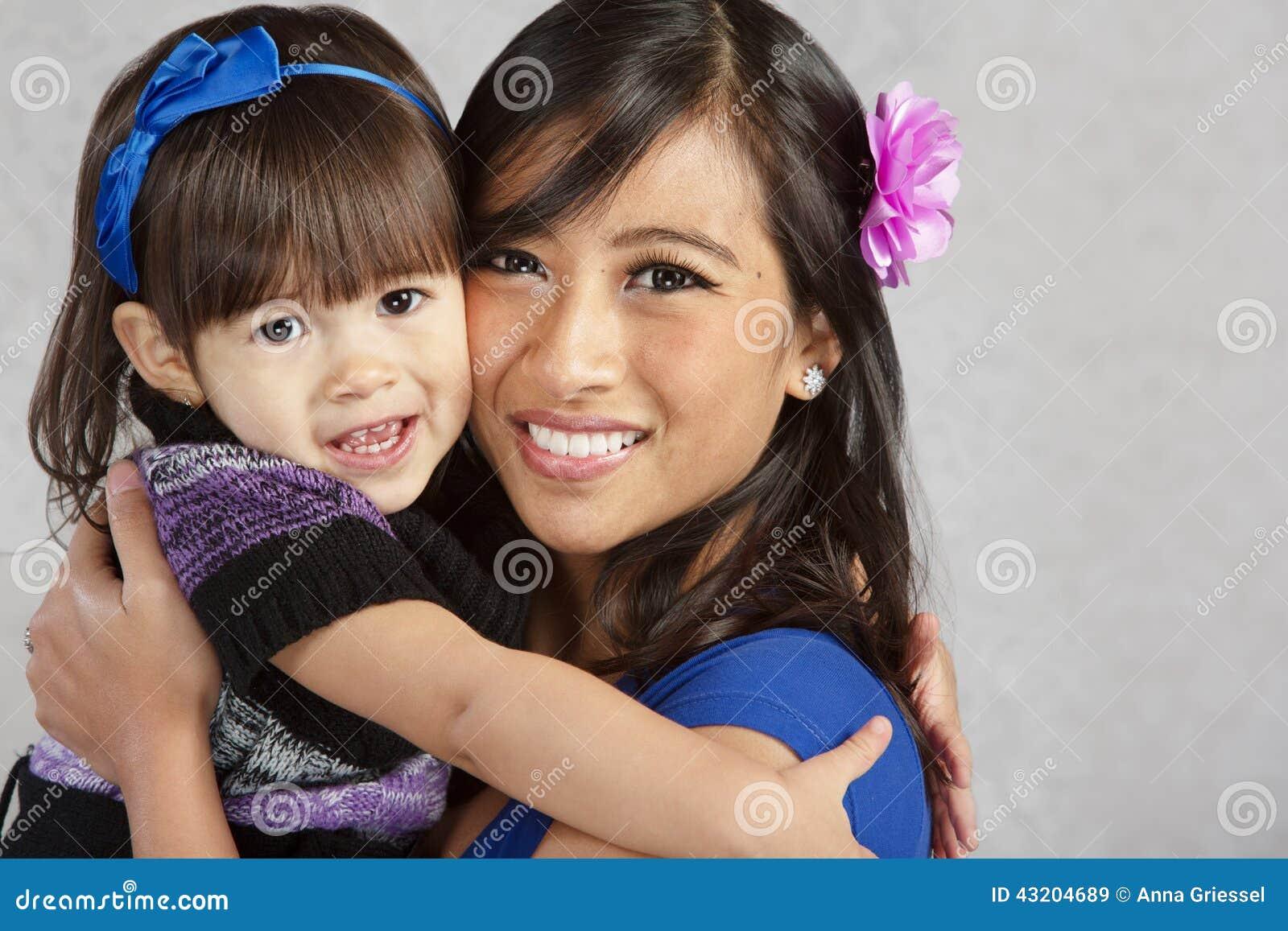 Download Le Kvinnor För Dotterlyckamoder Fotografering för Bildbyråer - Bild av little, dotter: 43204689