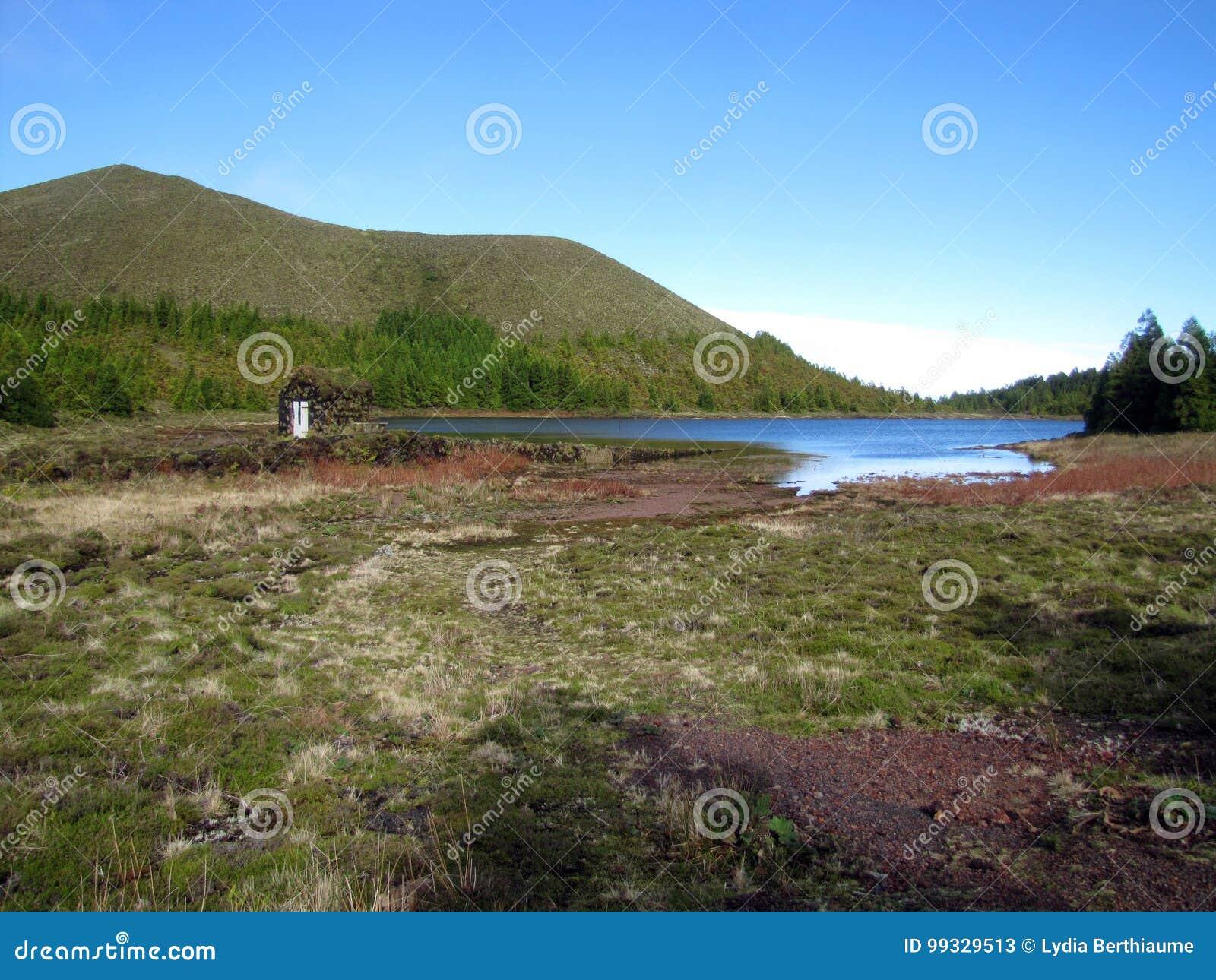 Le lac caché