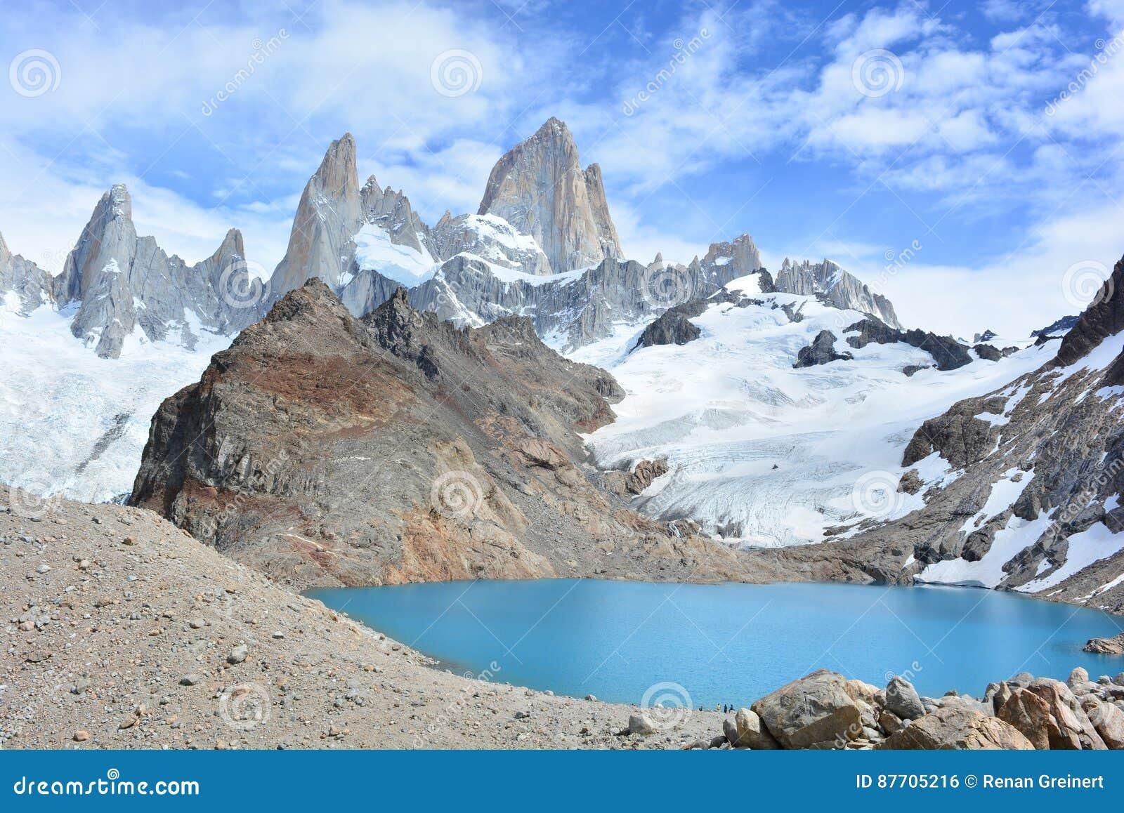Le lac et Fitz Roy font une pointe en parc national de visibilité directe Glaciares, EL Chaltén, Argentine