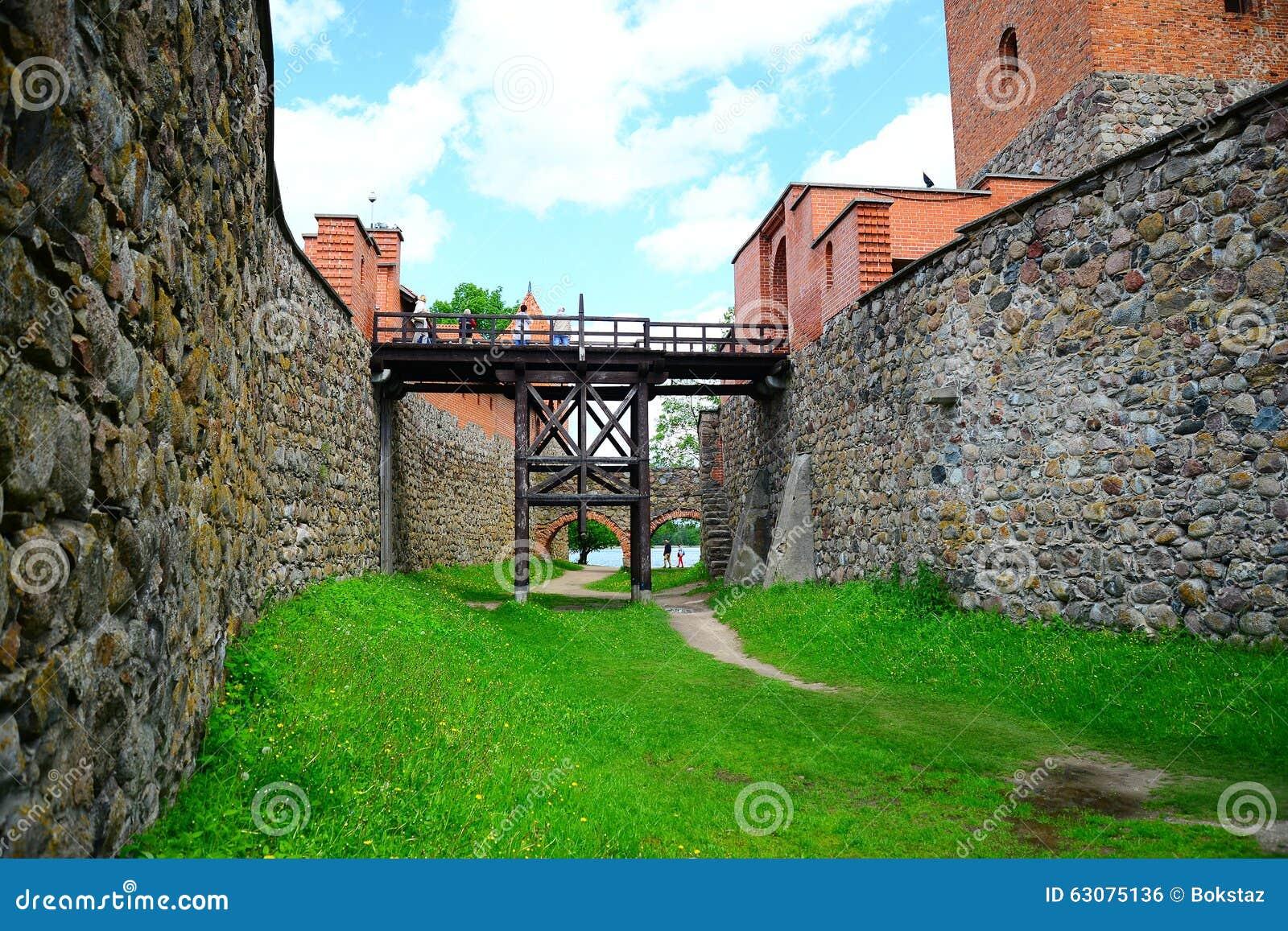 Download Le Lac Galves, Vieilles Briques Rouges De Trakai Se Retranchent La Vue Photo stock - Image du historique, lithuania: 63075136