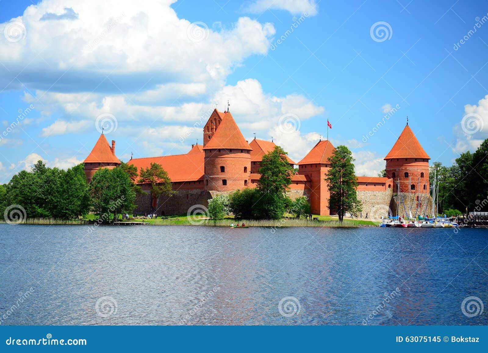 Download Le Lac Galves, Vieilles Briques Rouges De Trakai Se Retranchent La Vue Image stock - Image du historique, baltique: 63075145