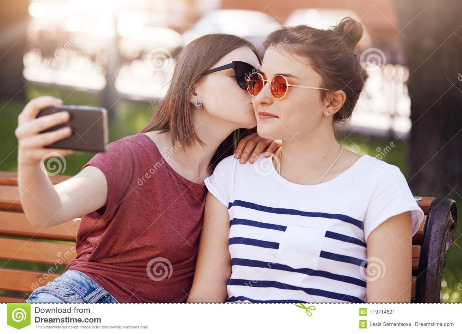 lesbiche ragazze baci video