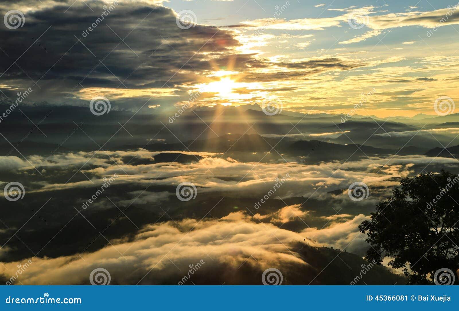 Le lever de soleil dans le nagarkot, Népal