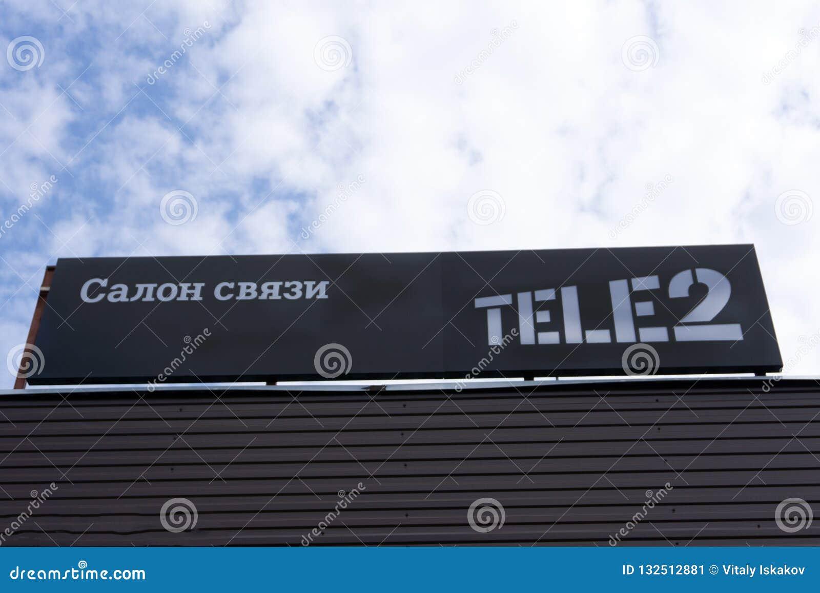 Le logo Tele2 est se connectent leur magasin local opérateur de télécommunication de fournir le mobile et les services Internet -