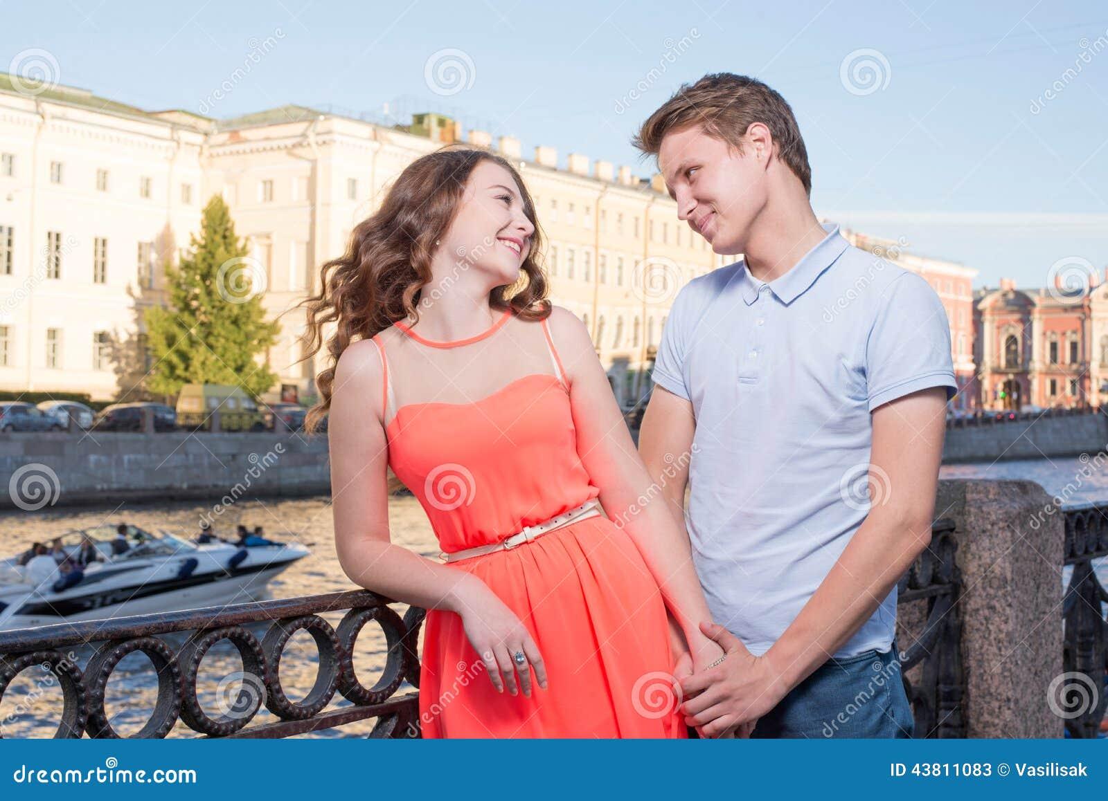 Online Dating Girl fastnar i skorstenen