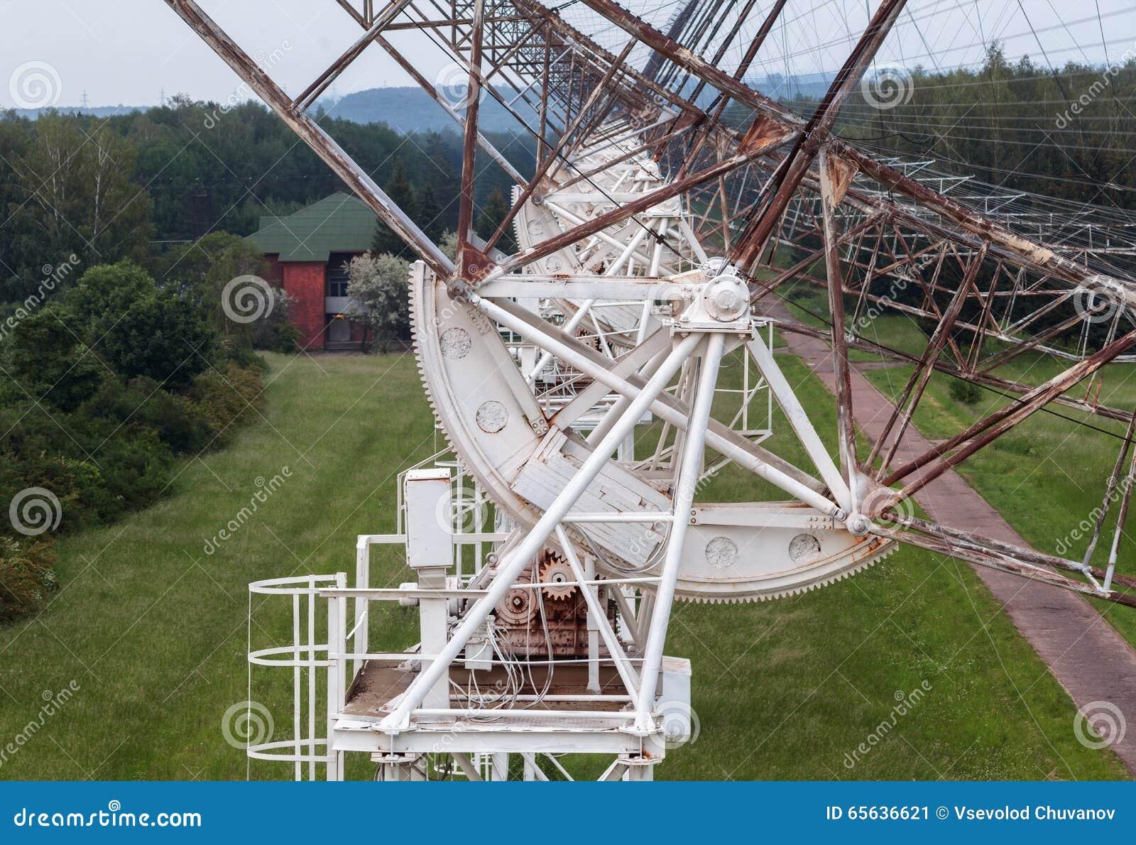 Le mécanisme de rotation du radiotelescope russe pour étudier des pulsars