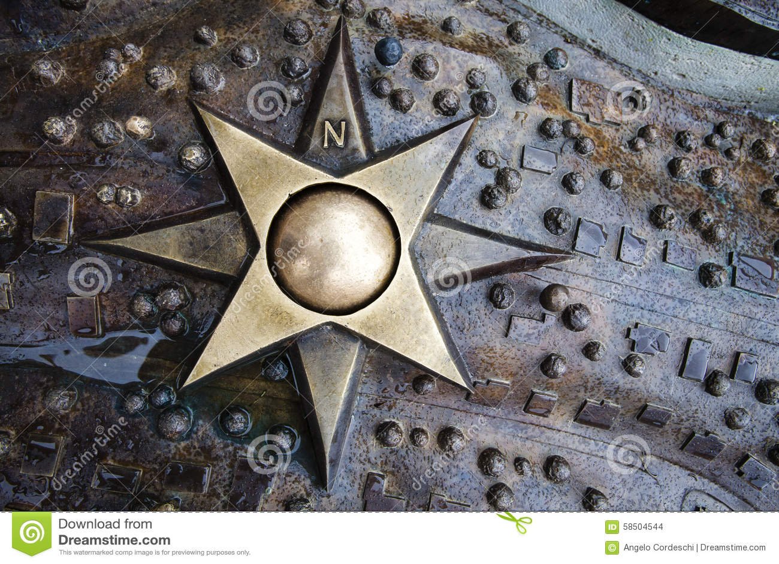 Le médaillon d astuces de l étoile huit d emblème de fer avec des coordonnées polaires sur le métal humide a décoré le fond