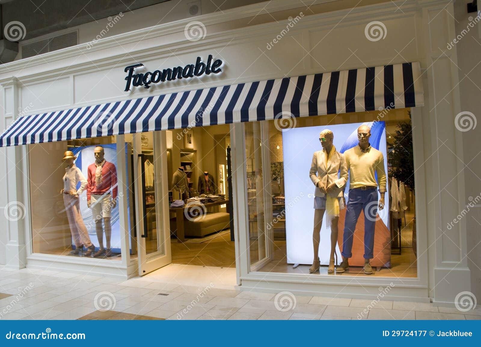 Le magasin de mode de marque de Faconnable a un extérieur frais. Il est  situé au mail carré de Bellevue. b6777b1a166
