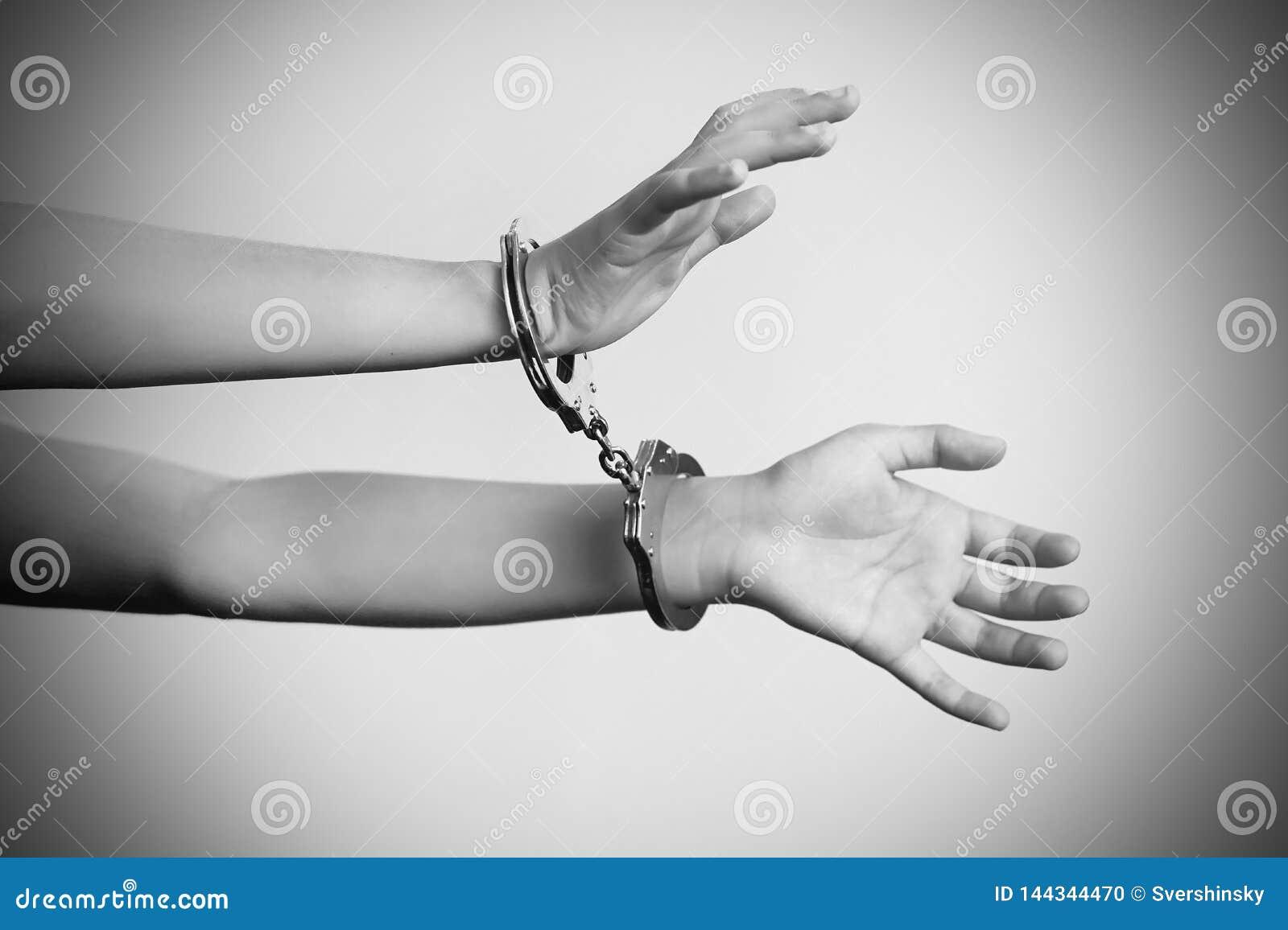 Le mani criminali hanno chiuso in manette