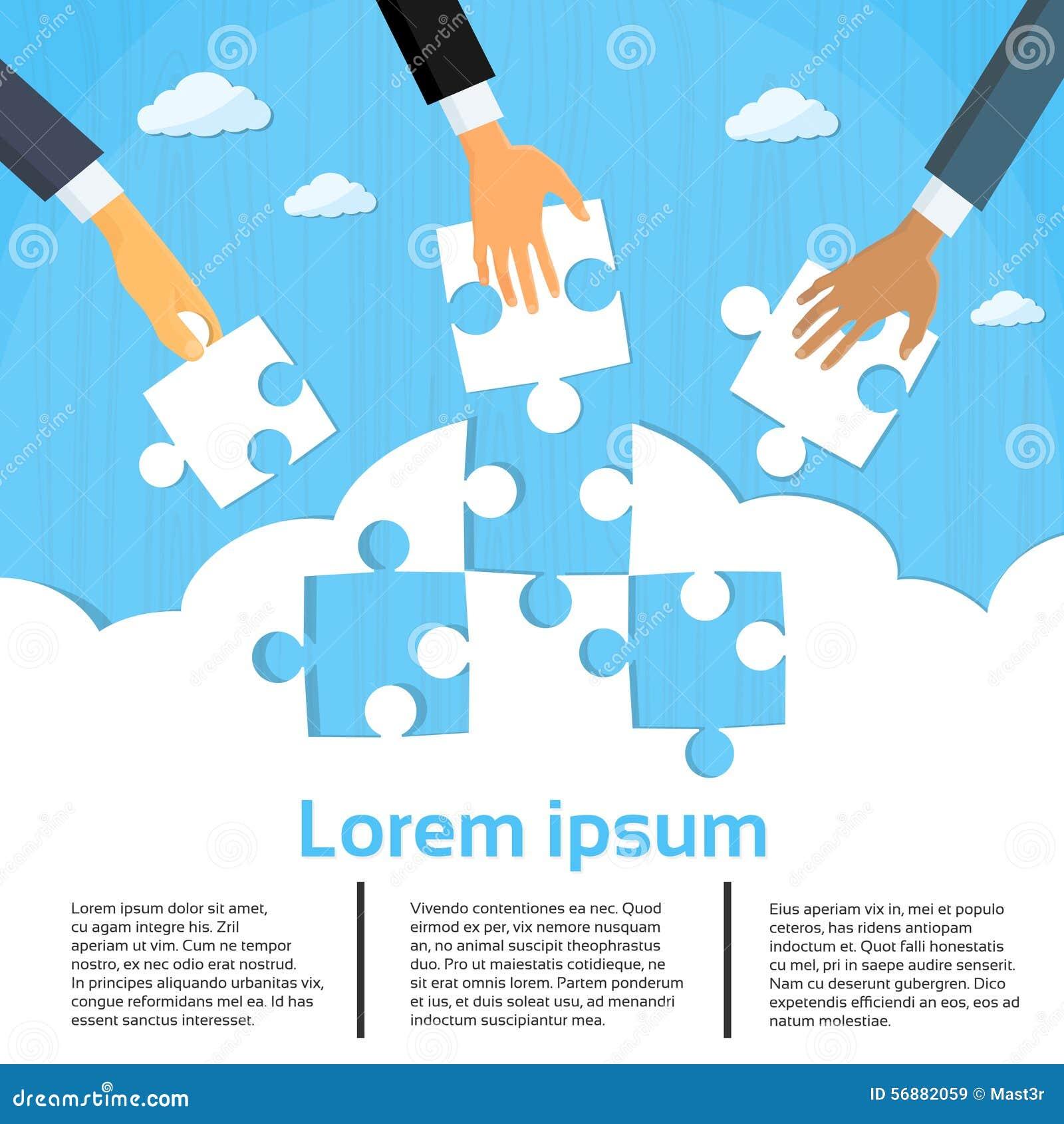 Le mani degli uomini d affari che mettono il puzzle collega il lavoro di squadra