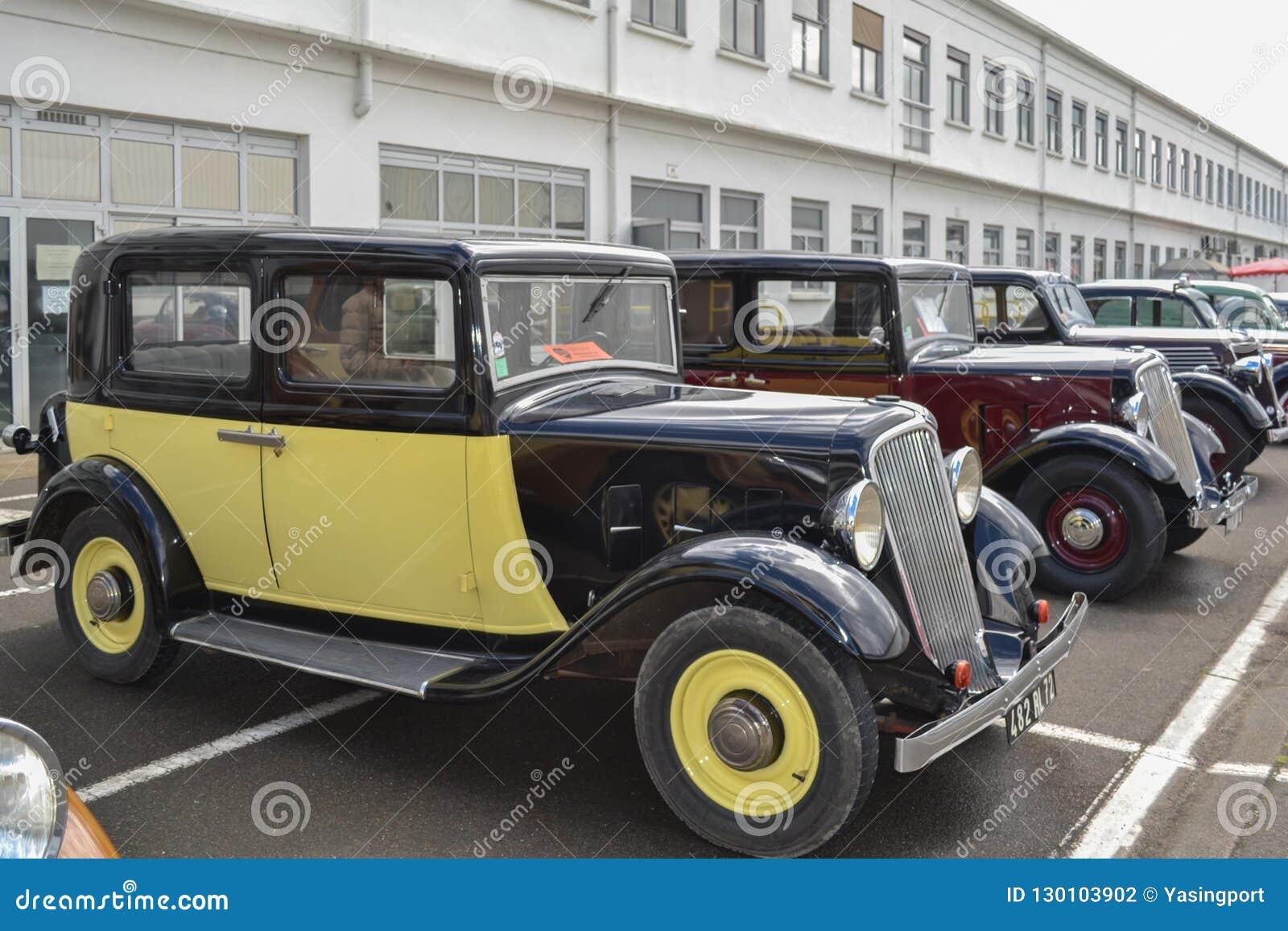 LE MANS, FRANCE - 26 AVRIL 2014 : Beaucoup de différentes voitures de modele Renault Cru d exposition et voitures classiques Rena