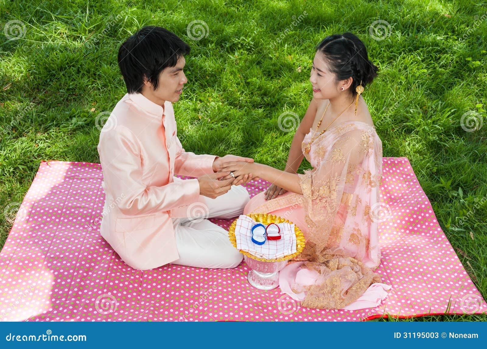MARIAGE THALANDAIS - YouTube