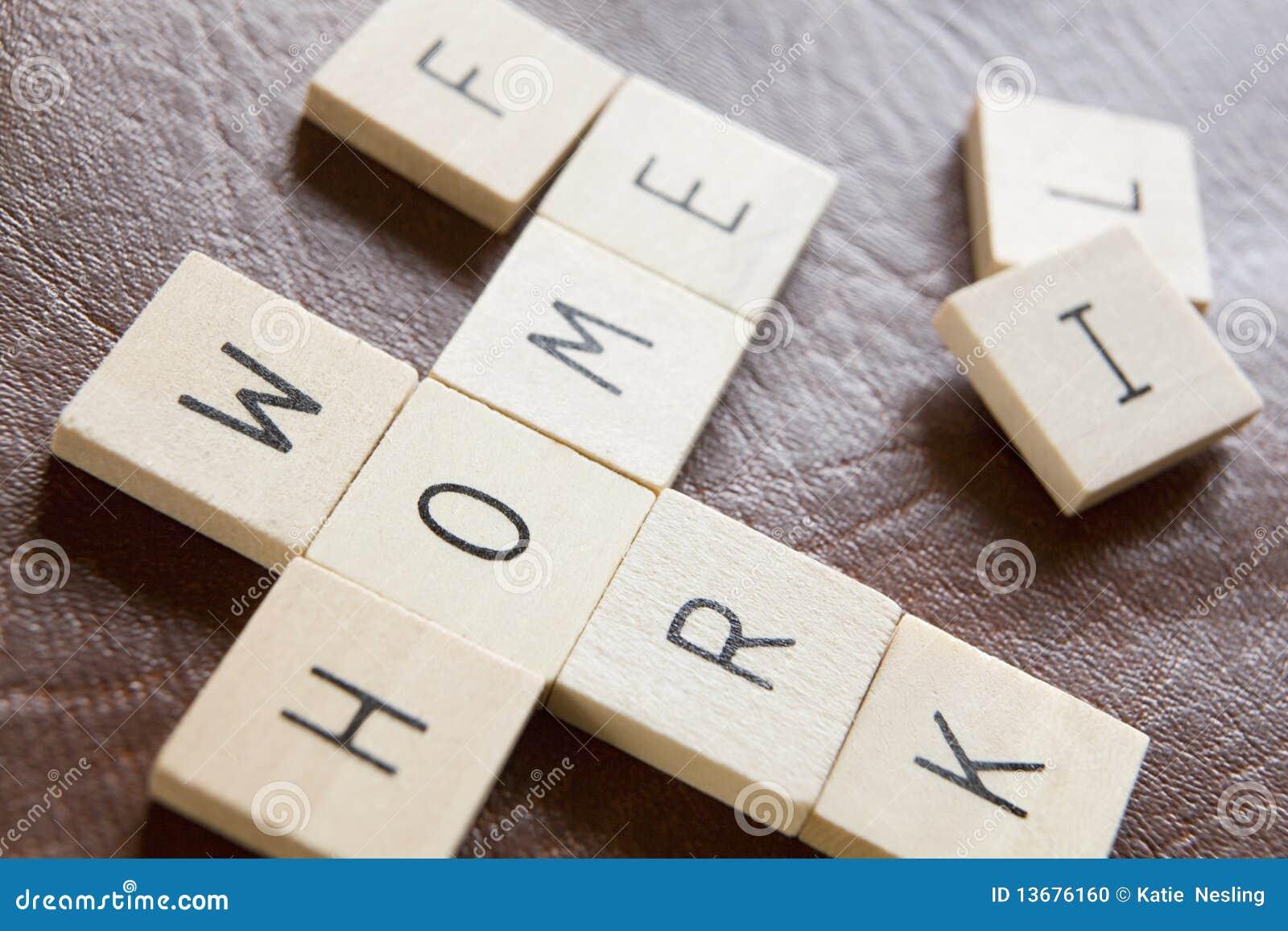 Le mattonelle di legno nelle parole incrociate modellano le parole