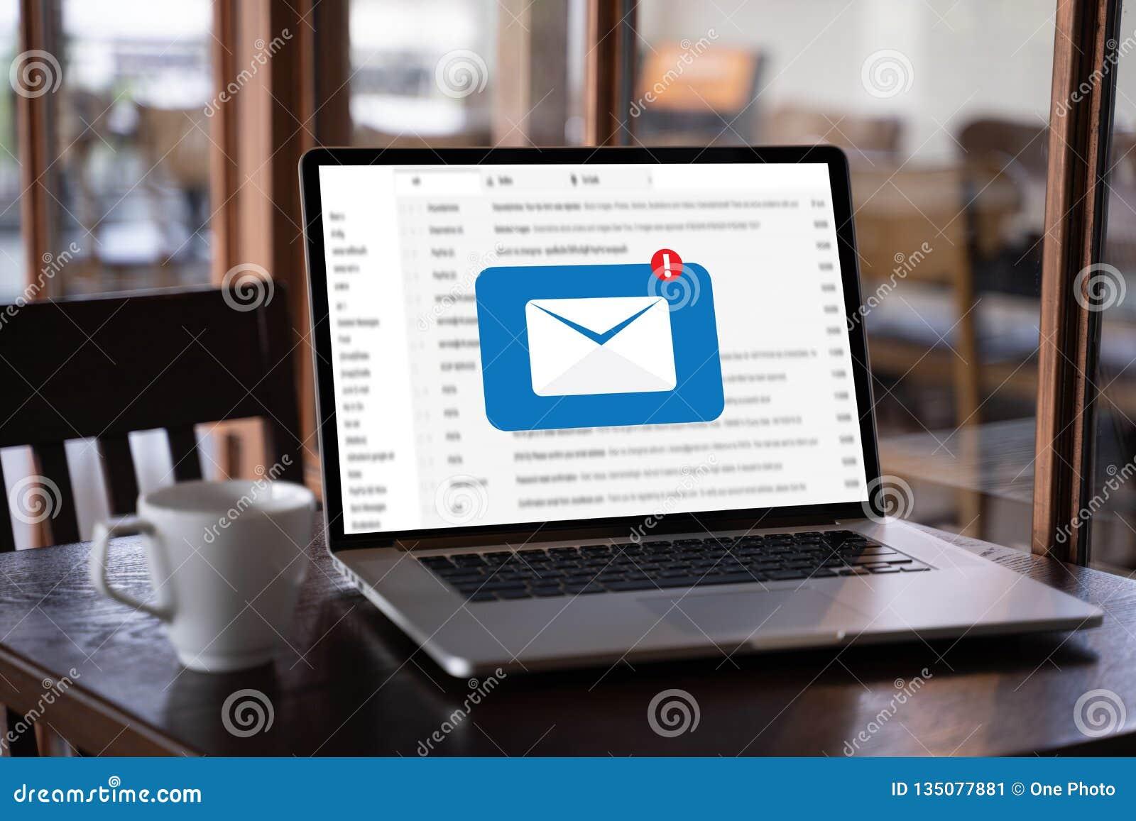Le message de connexion de communication de courrier aux contacts de expédition téléphonent le concept global de lettres