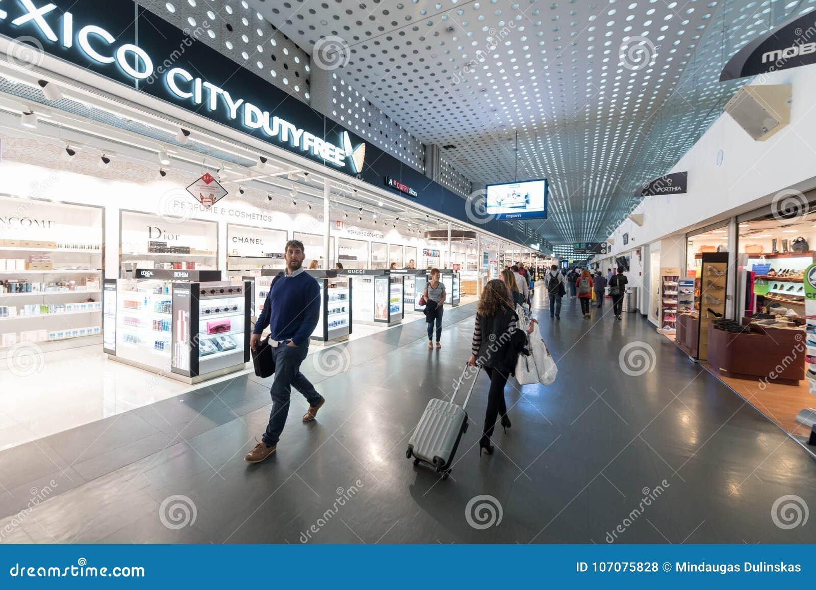 LE MEXIQUE - 19 OCTOBRE 2017 : Aéroport international de Mexico Benito Juarez Airport Région de départ Boutiques hors taxe