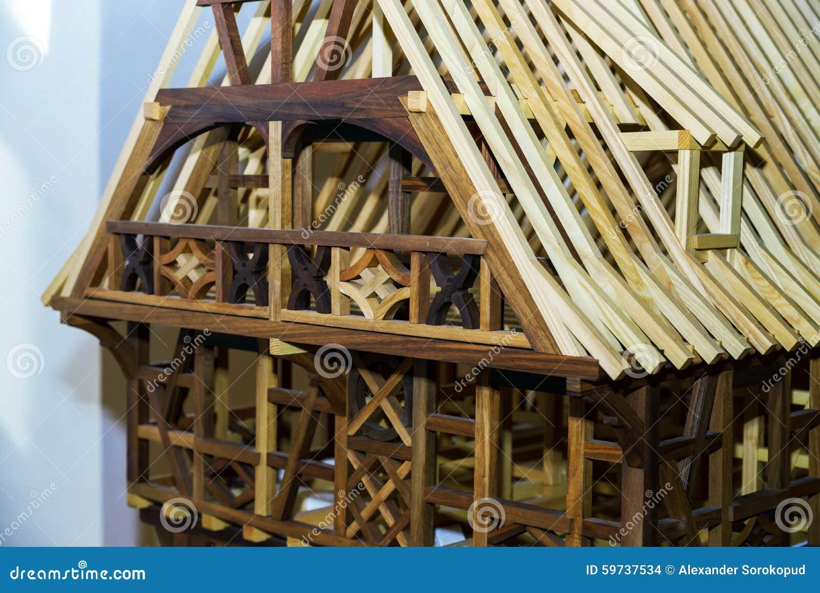 Le mod le miniature en bois de traditionnel alsacien la for Maison miniature en bois