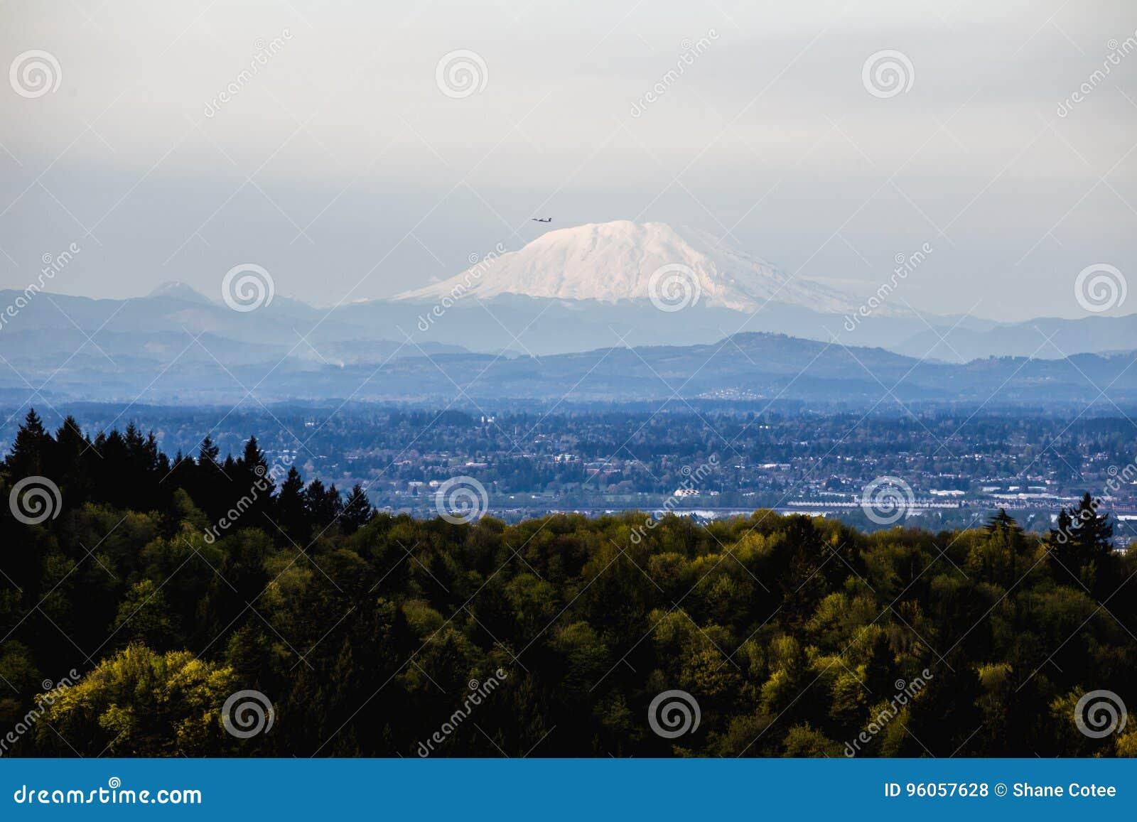 Le Mont Saint Helens avec le vol plat aérien