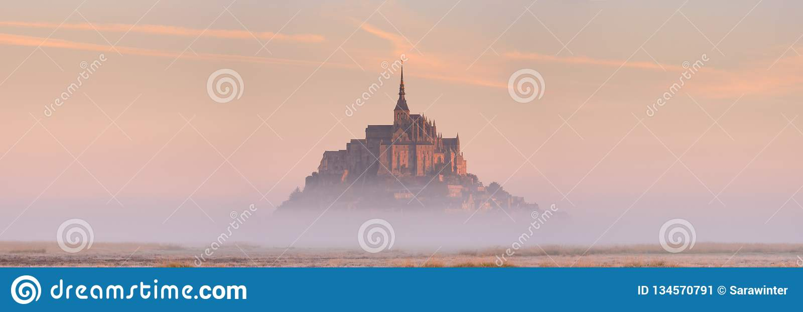 LE Mont Saint-Michel στη Νορμανδία, Γαλλία στην ανατολή