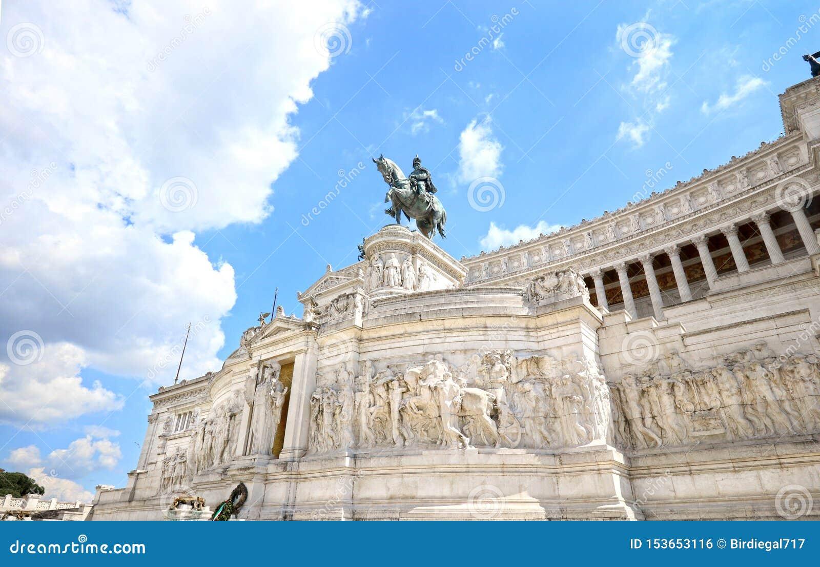 Le monument de Vittorio Emanuele II est un point de repère construit en l honneur de Victor Emmanuel II, le premier roi de l Ital