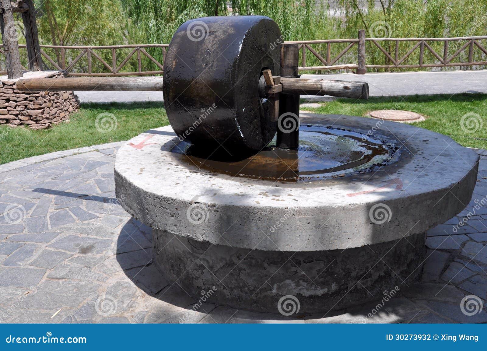 Moulin eau photo stock image du caravane chinois 30273932 - Un ou une thermos ...