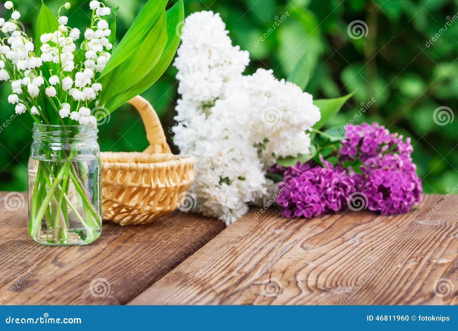 Le muguet et lilas photo stock image 46811960 for Bouquet de fleurs lilas