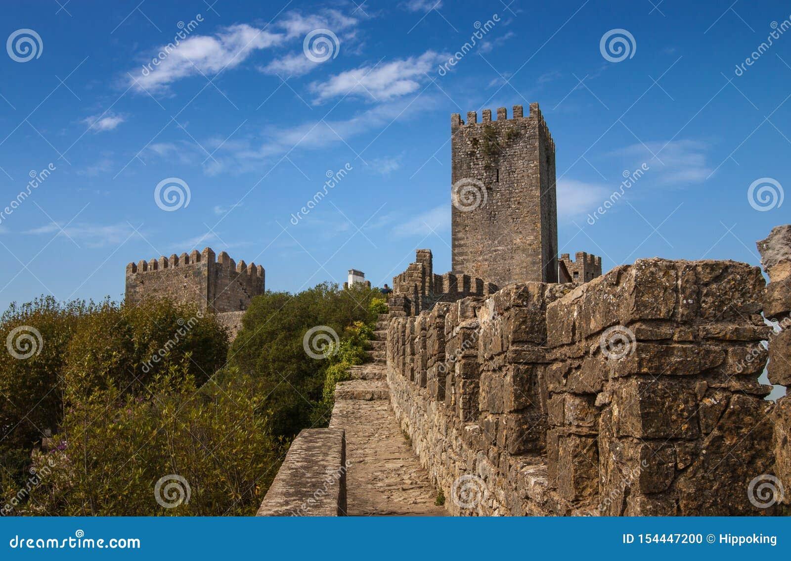 Le mur de ville et la tour d Obidos, Portugal