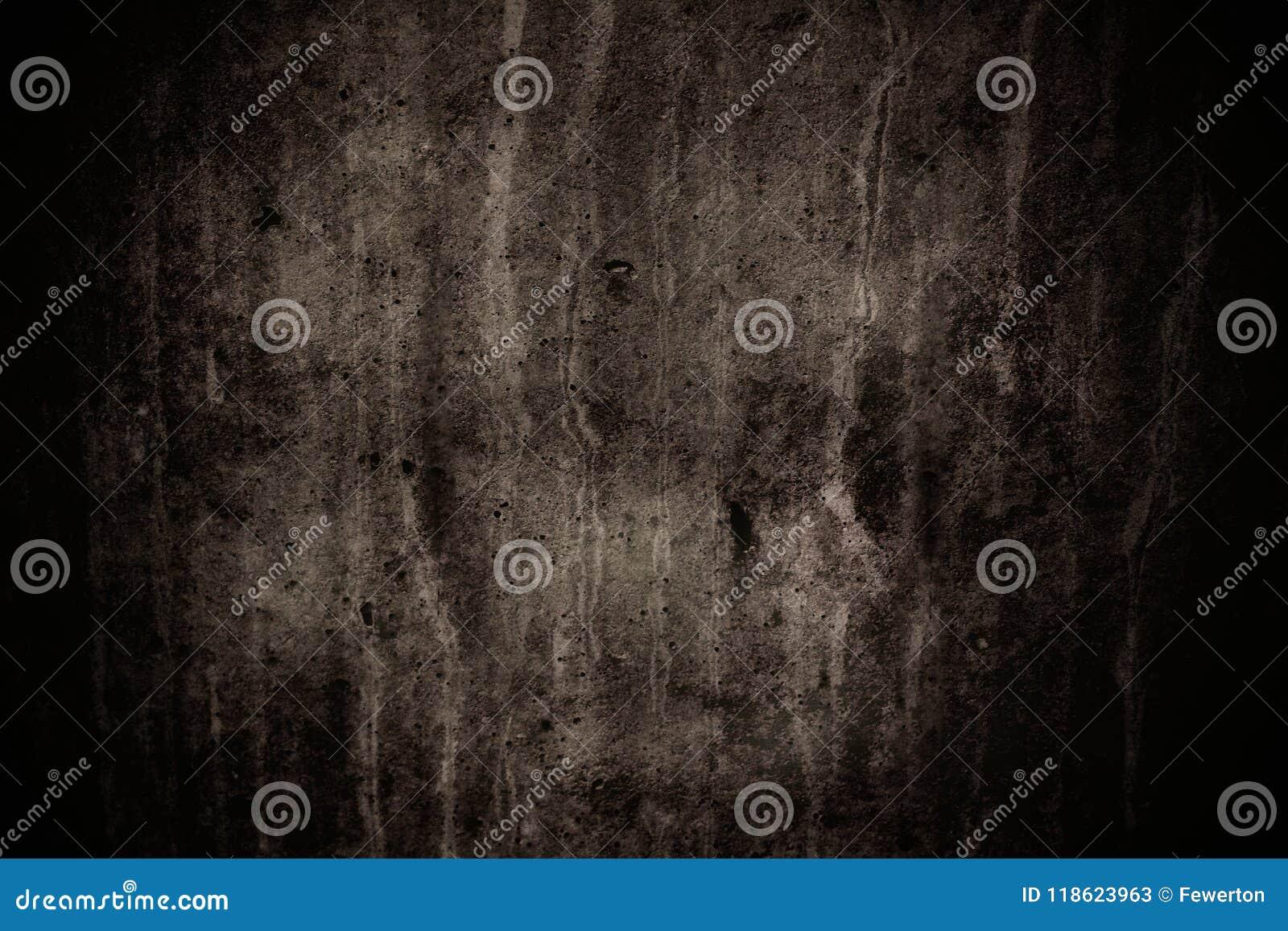 Le mur en béton gris-foncé avec des imperfections et le ciment naturel donnent une consistance rugueuse en tant que texture effra