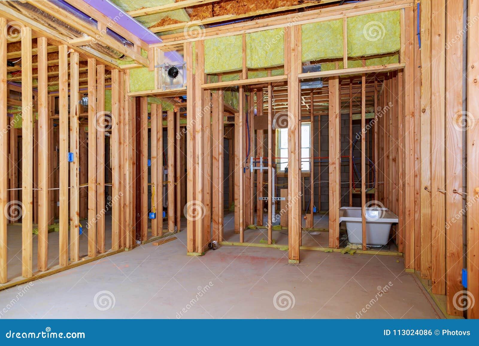 Le Mur Interieur Encadrant Avec L Installation Sifflante Dans La