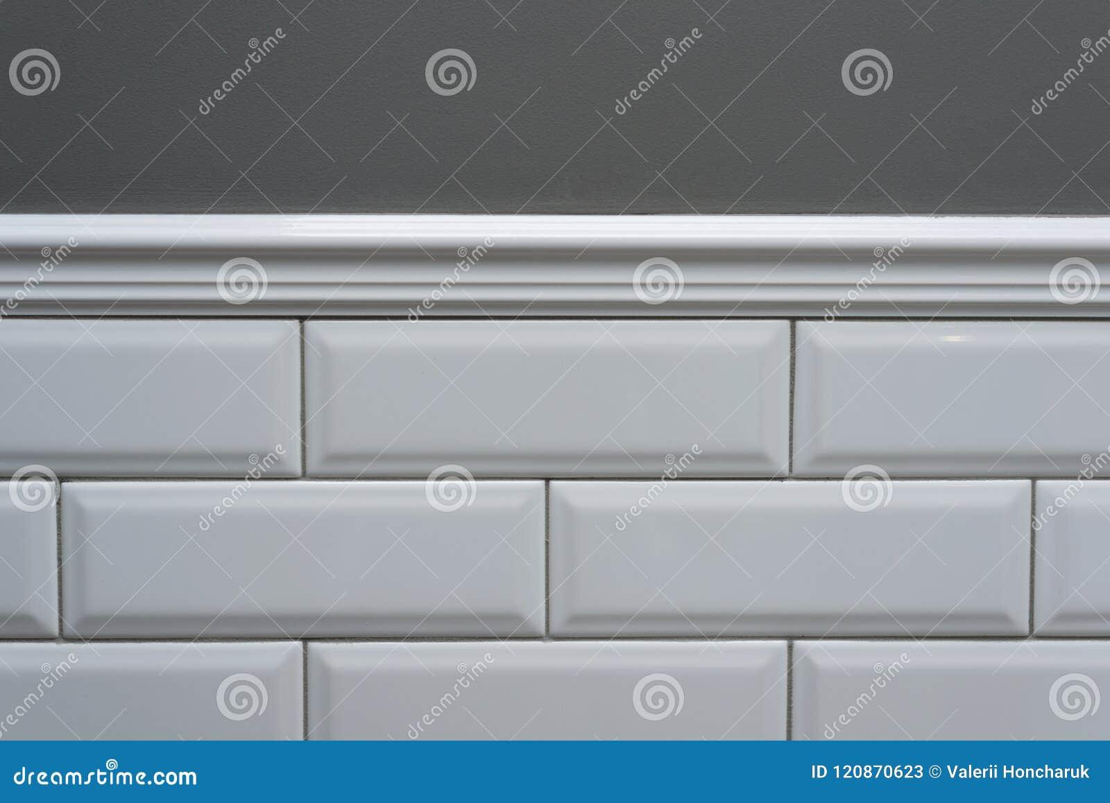 Le Mur Peint Par Gris, Une Partie Du Mur Est Petite Brique Brillante ...