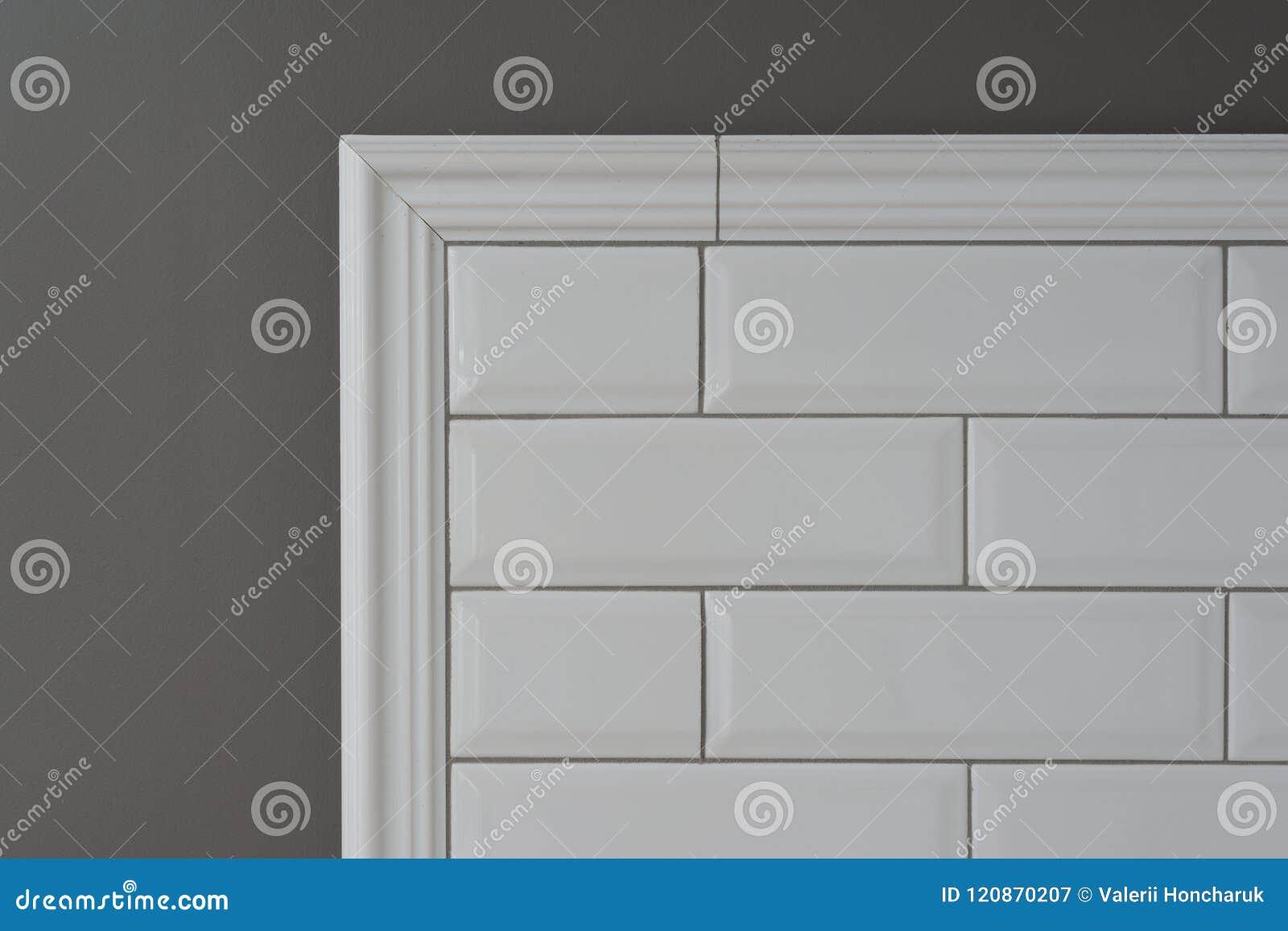 Le Mur Peint Par Gris, Une Partie Du Mur Est Petite Brique ...