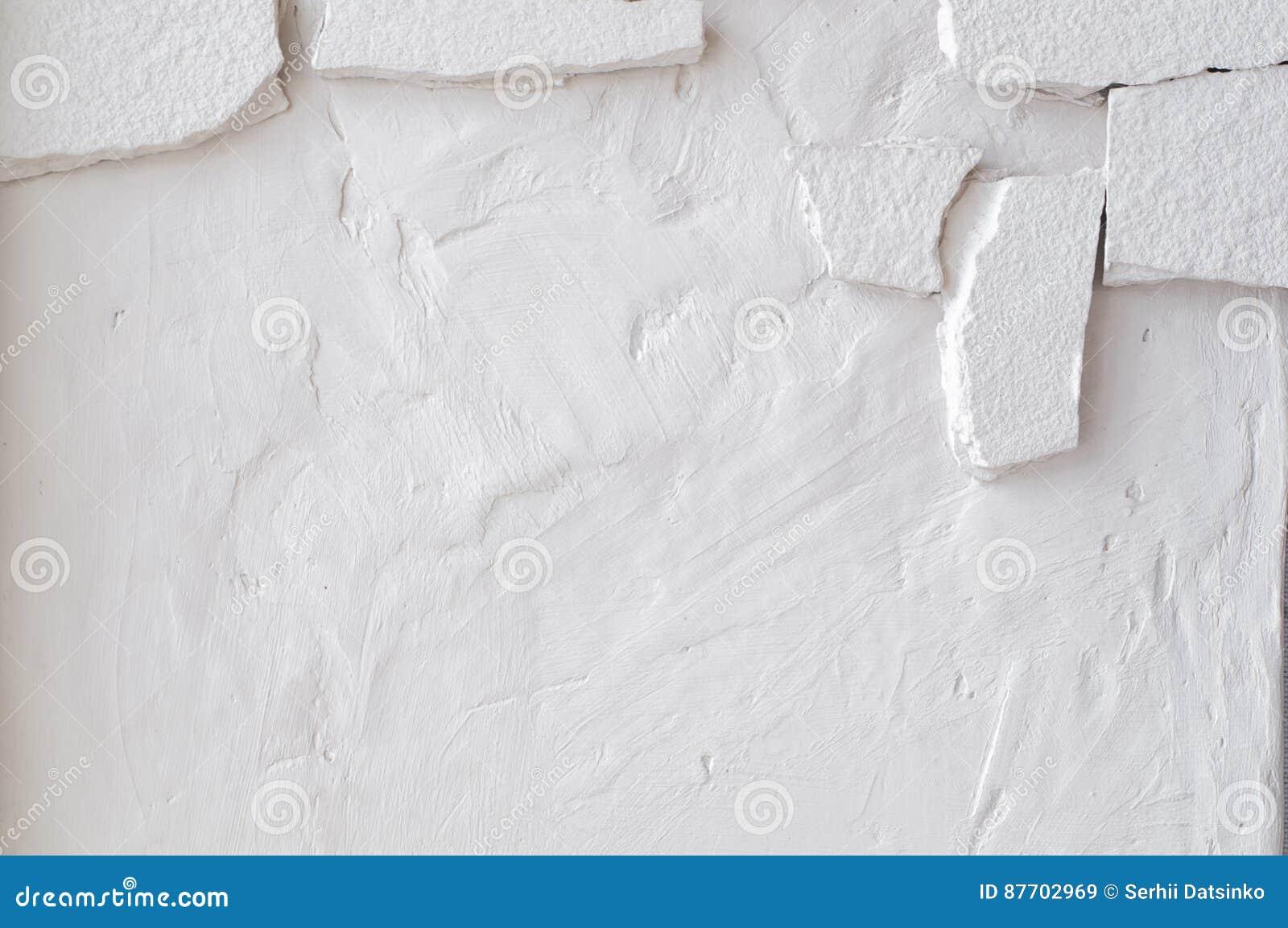 Le mur sale blanc avec le vieux stuc en pierre a vieilli le fond