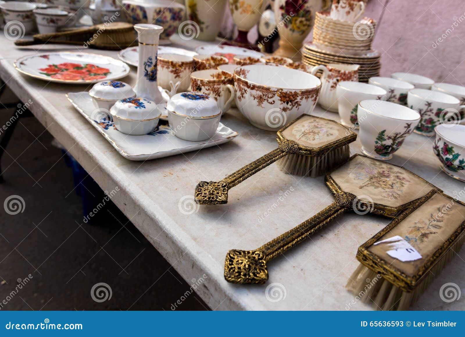 Le négociant Fair et le marché aux puces à Haïfa
