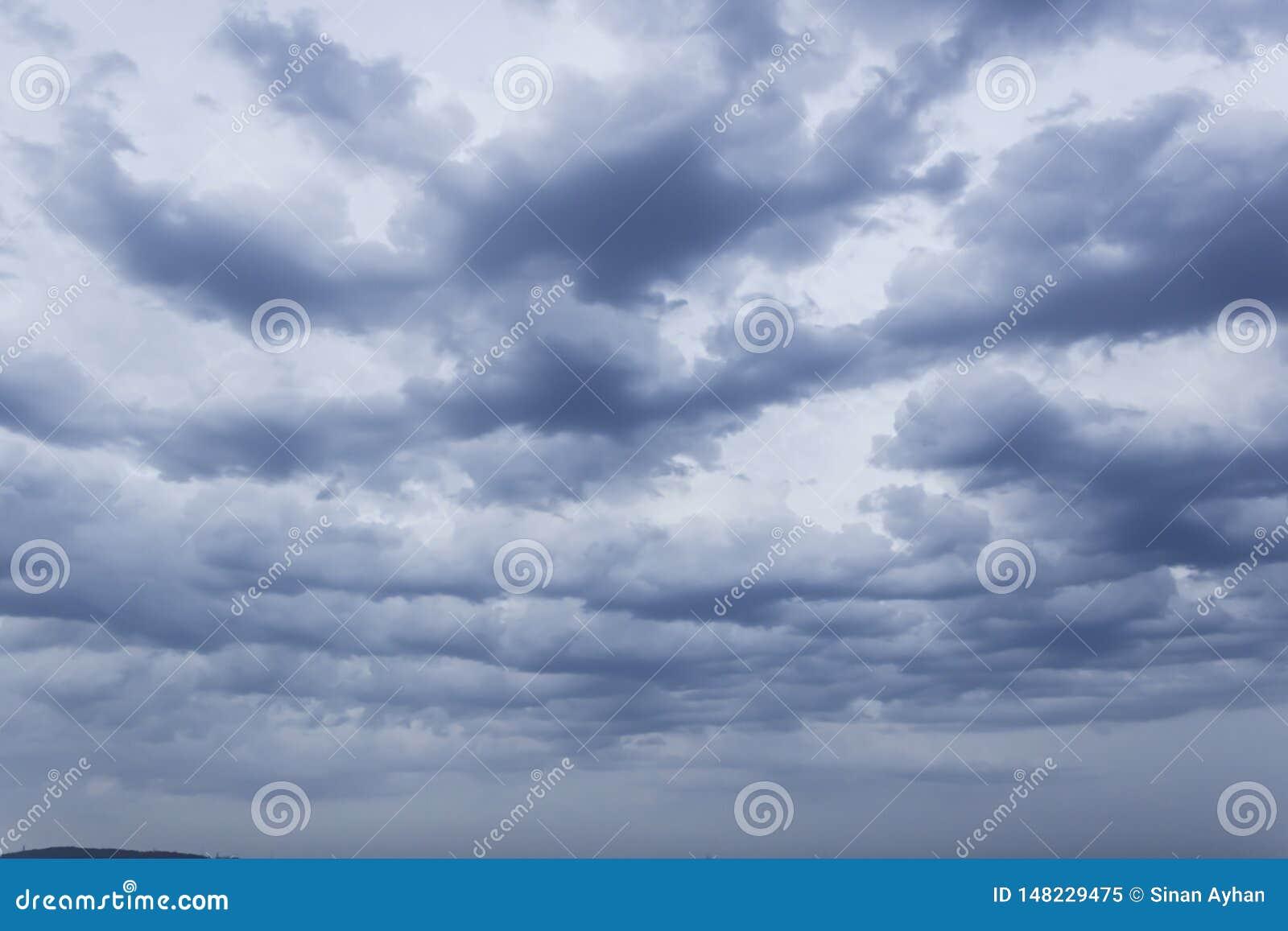 Le nuvole prova le luci del sole del filtrante