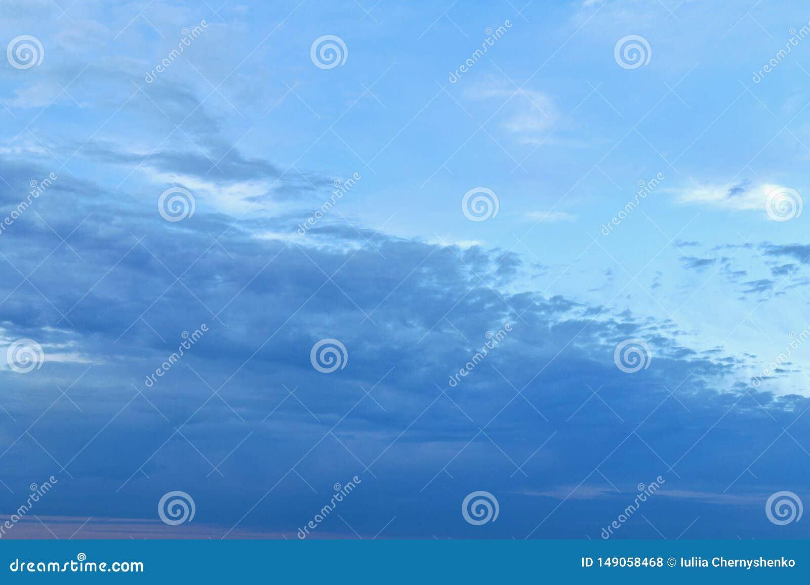 Le nuvole sono uno scorrevole da sinistra a destra su e giù