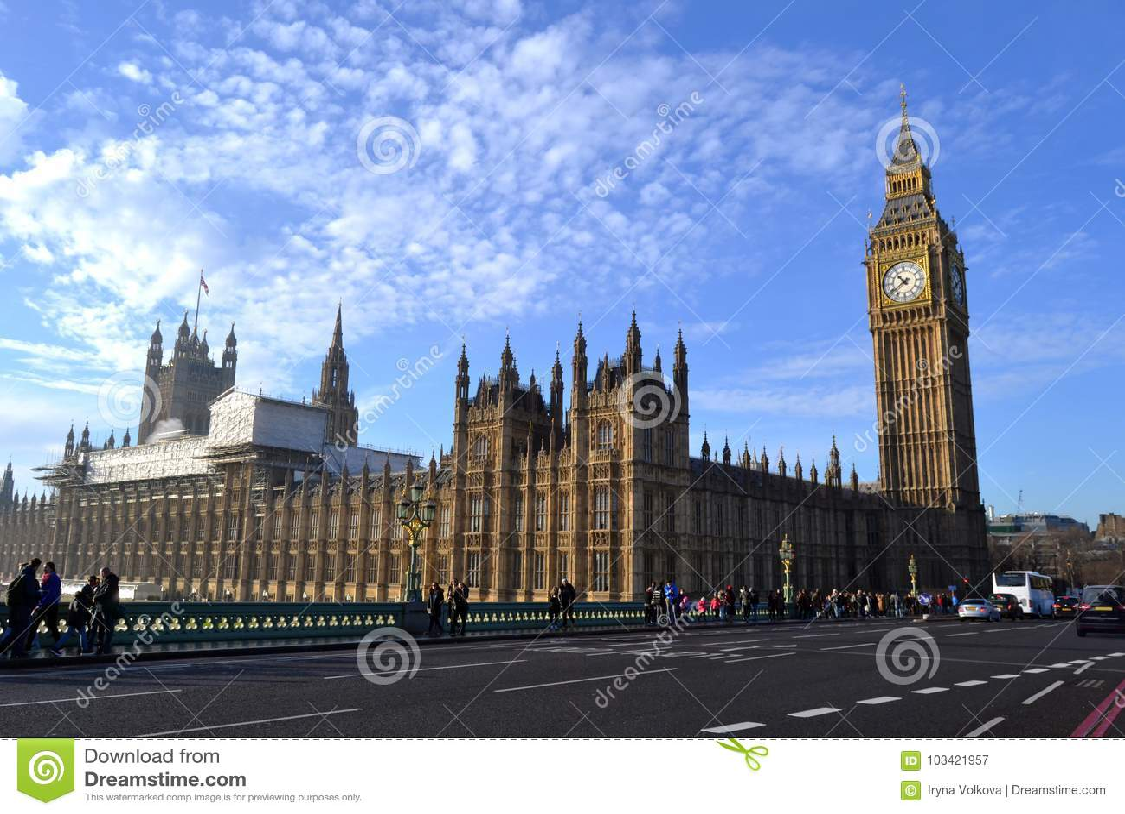 Le palais de Westminster sur la Tamise à Londres