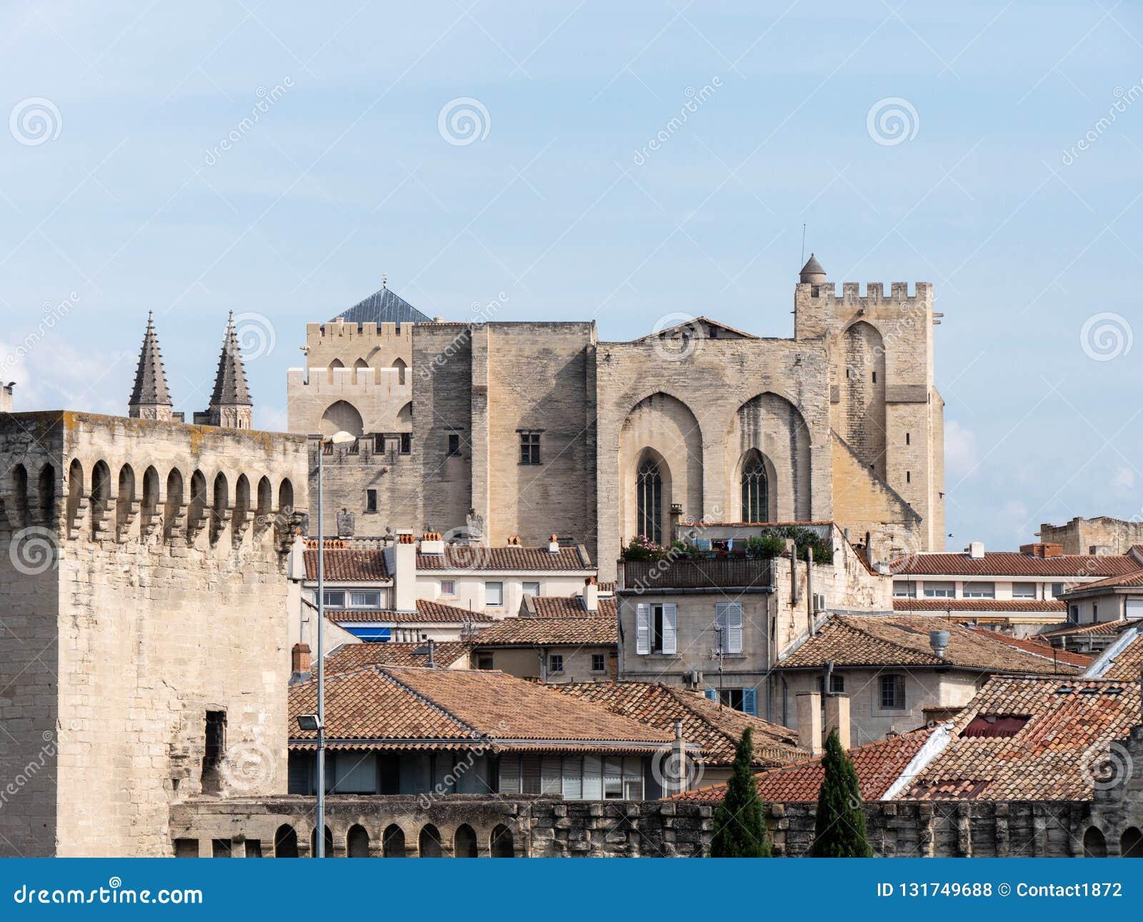 Le palais papal est un palais historique situé à Avignon, France du sud