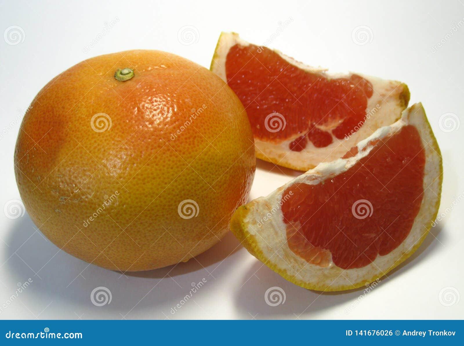 Le pamplemousse est un hybride d orange et le pamplemousse, le goût de ce fruit remarquable est bonbon très riche aigre avec l am