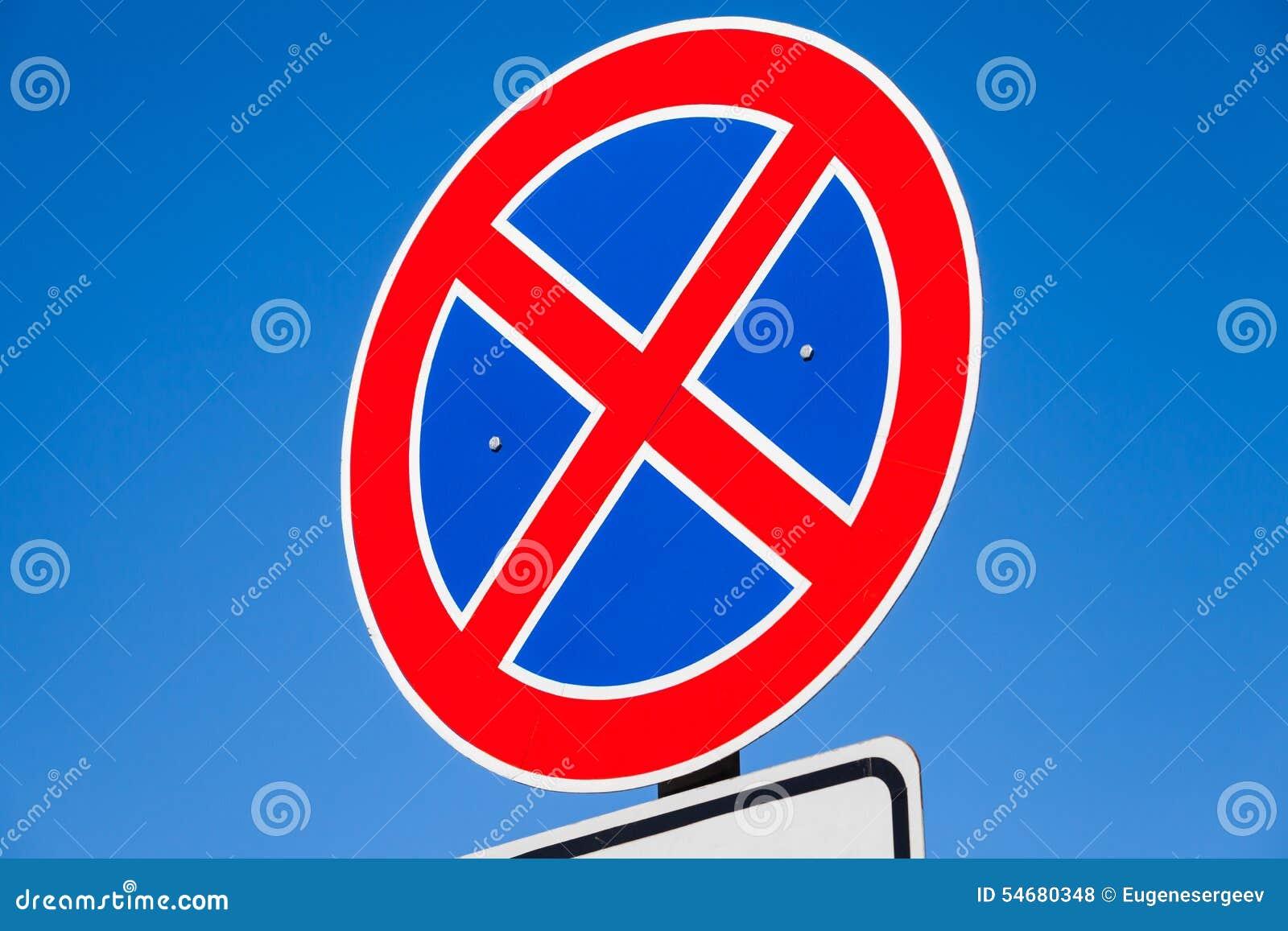 le panneau routier rond se tenant est interdit photo stock image 54680348. Black Bedroom Furniture Sets. Home Design Ideas