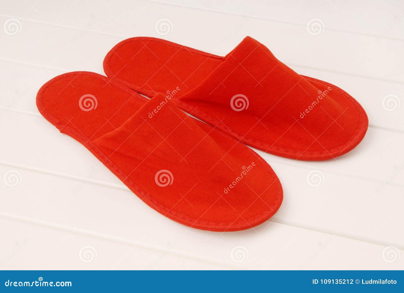 goditi la spedizione in omaggio fabbrica preordinare Le Pantofole Rosse Dall'hotel, Pantofole Rosse Dall ...