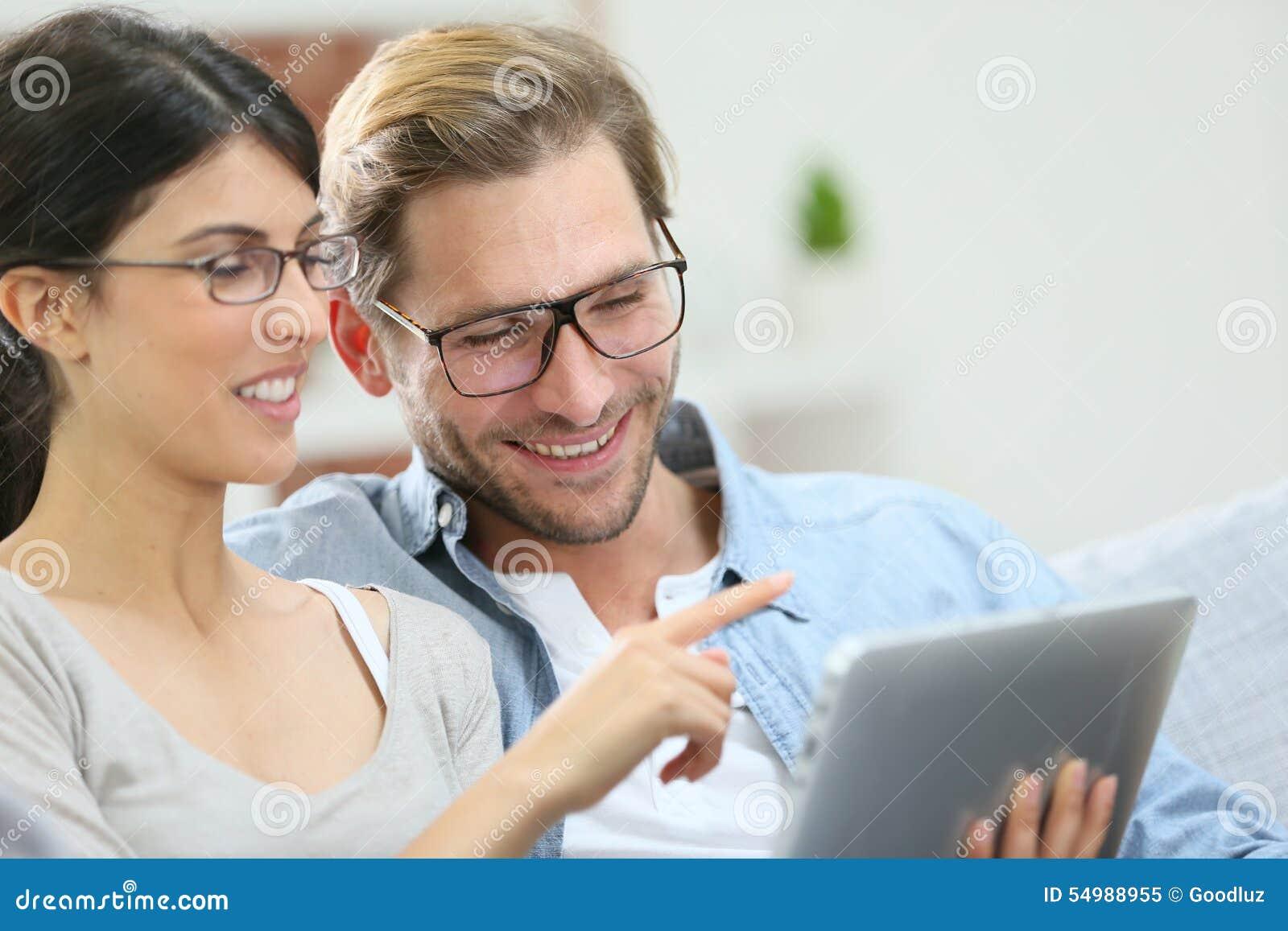 Le par genom att använda minnestavlan hemma