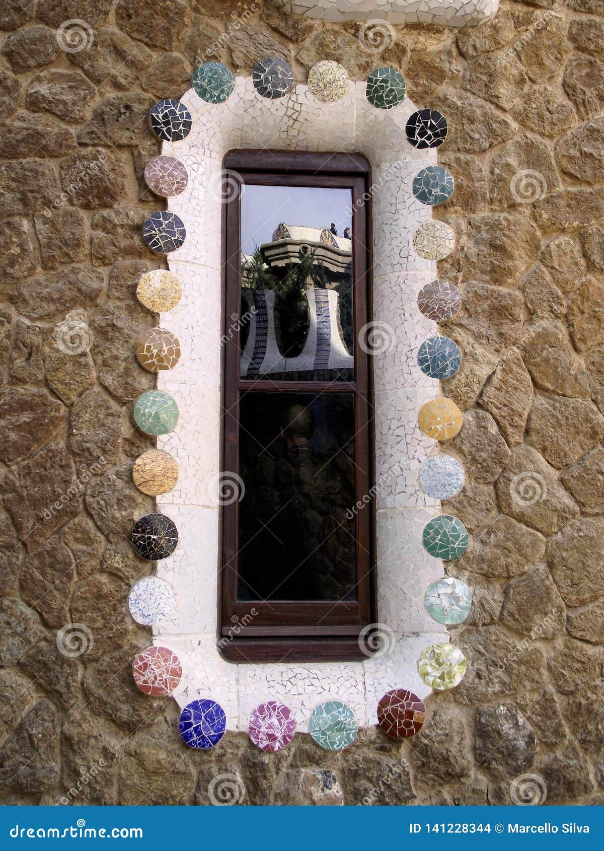 Le parc Guell a reflété par lui-même - Barcelone/Espagne