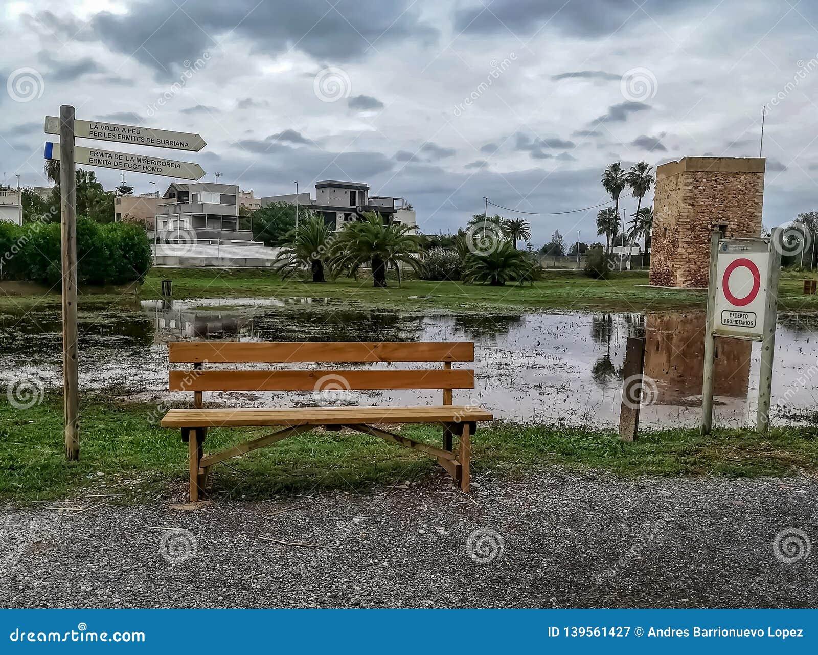 Le parc a inondé par la pléthore de la rivière d Ana