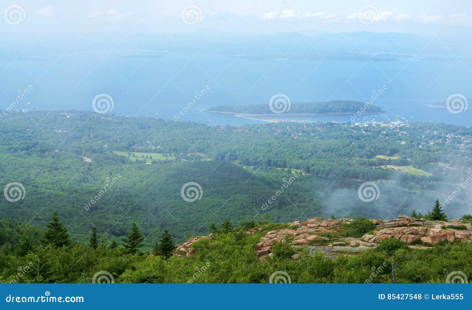 Le parc national d Acadia est à la maison aux paysages naturels stupéfiants qui coulent avec la variété diverse de faune et de fl