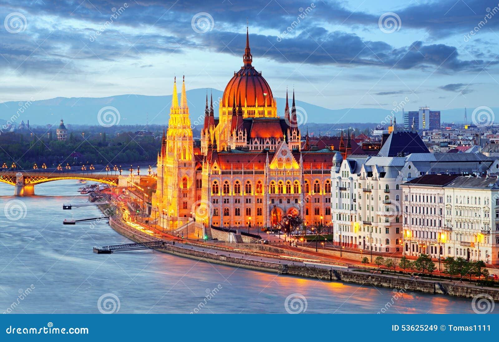 Le parlement de Budapest, Hongrie la nuit