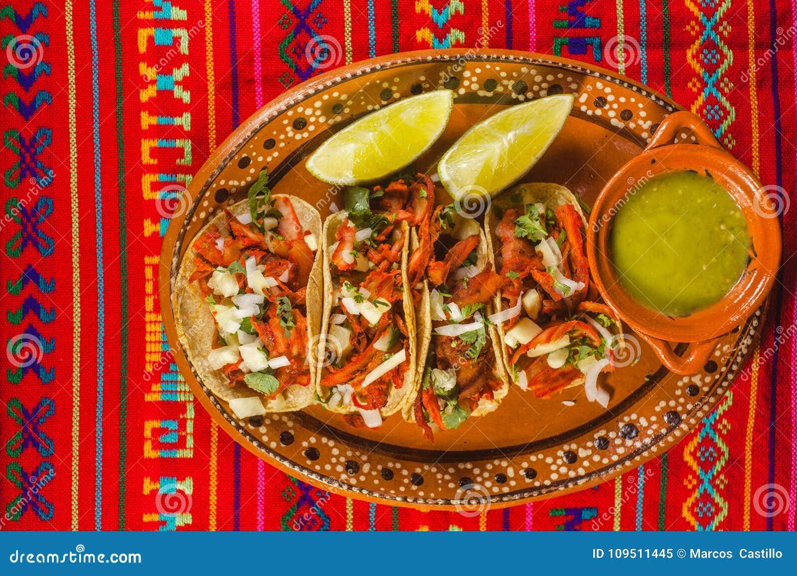 Le pasteur et les citrons d Al de Tacos verdissent la nourriture épicée mexicaine de sauce à Mexico