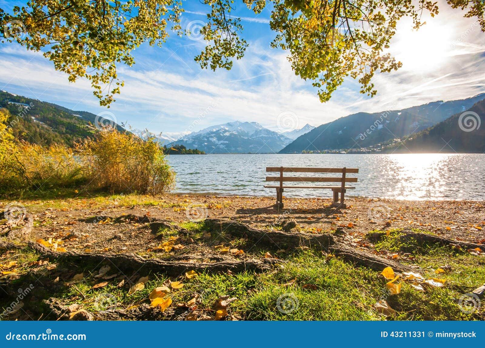 le paysage d 39 automne avec le lac de montagne dans zell am voient l 39 autriche image stock image. Black Bedroom Furniture Sets. Home Design Ideas