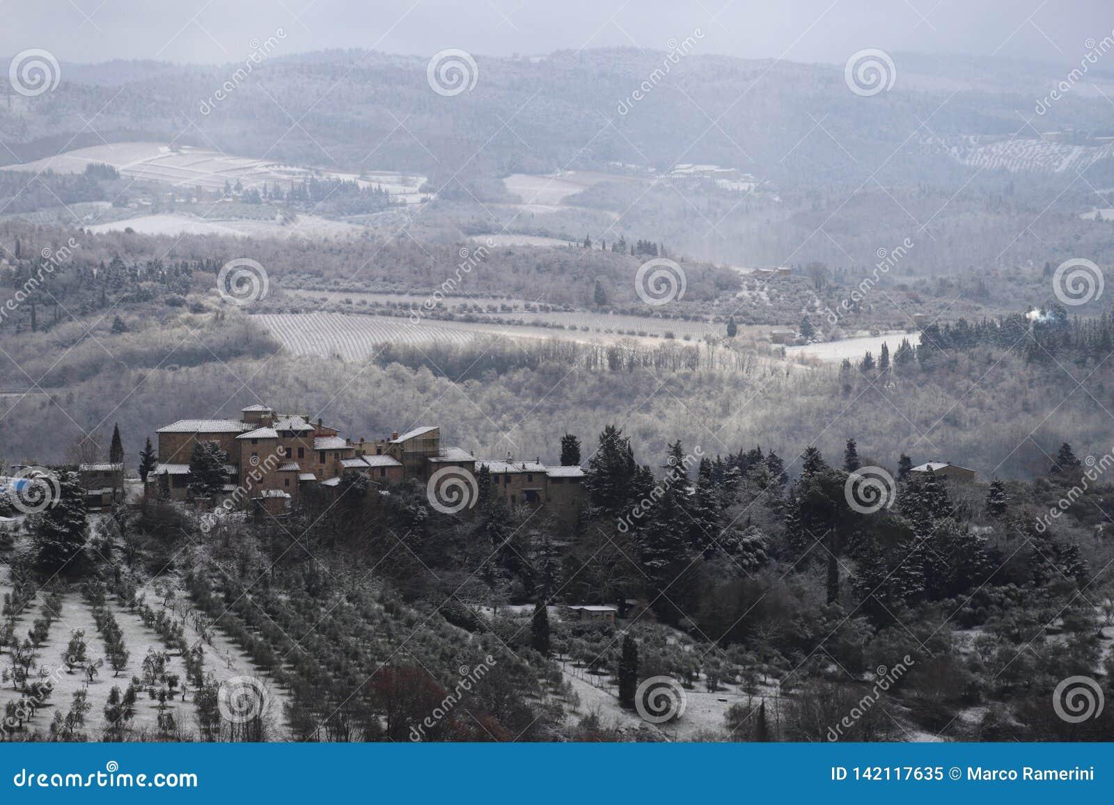 Le paysage de chianti dans les collines toscanes après des chutes de neige d un hiver