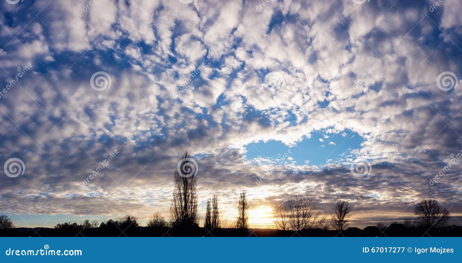 Le paysage de ciel avec pourrait forme de coeur photo for Le paysage