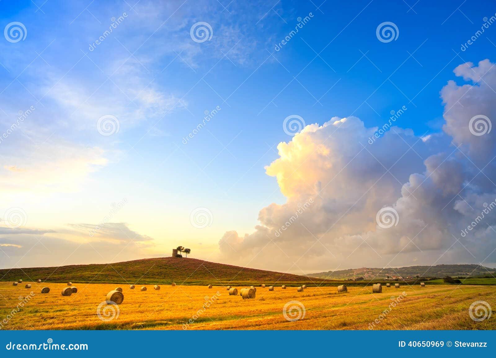 Le paysage de coucher du soleil de la Toscane, du Maremma et l orage opacifient rural